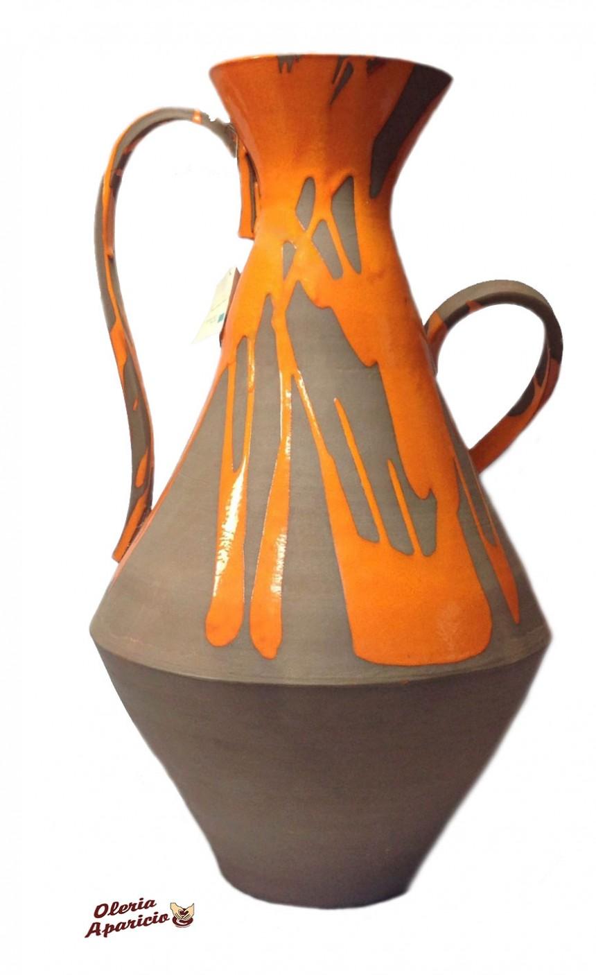 Ánfora grande de cerámica