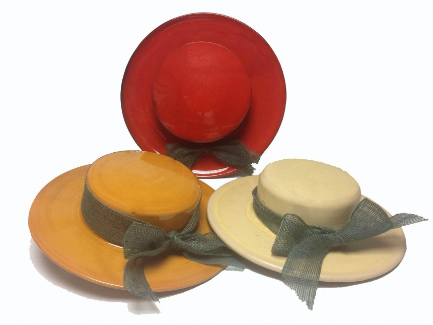 Sombreros de colgar en alfarería contemporánea